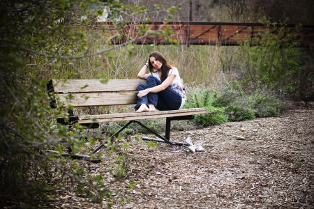senior portrait, bench, park, bridge